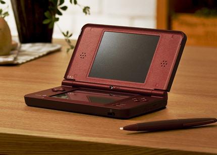 Nintendo DSi LL 1