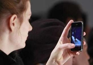 jovenes con iphone